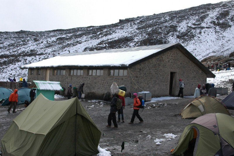 2013 - Die Kibo-Hütte im Schnee