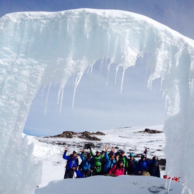 10.02.2016 - Rest der *Eisgrotte* im Furtwängler Gletscher als Eisbogen